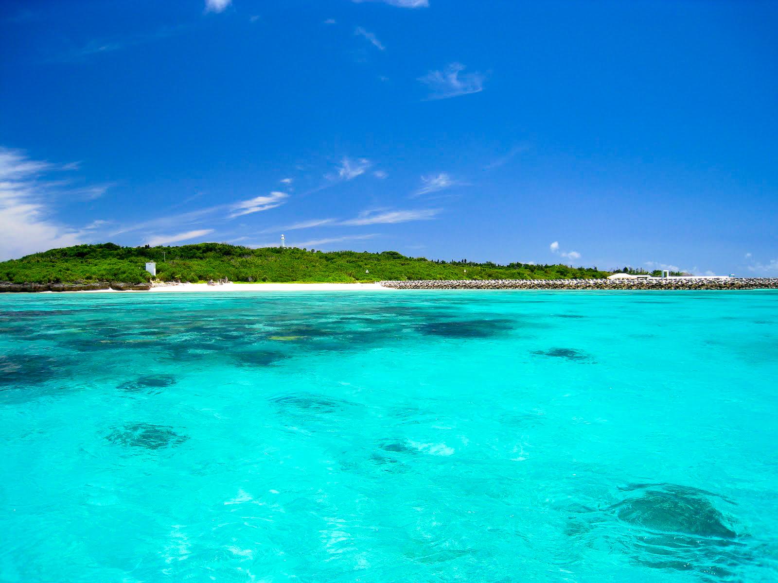 日本とは思えない程のきれいな水色の海