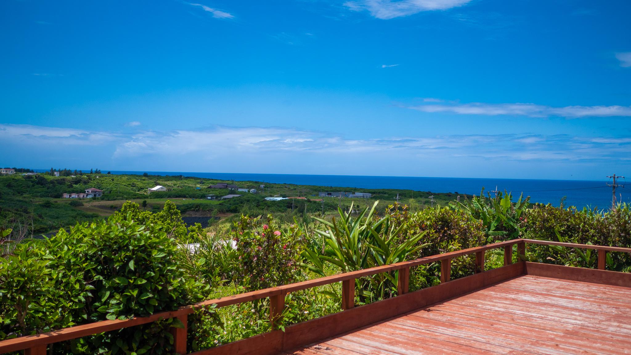 西表島の星砂ビーチを眺める
