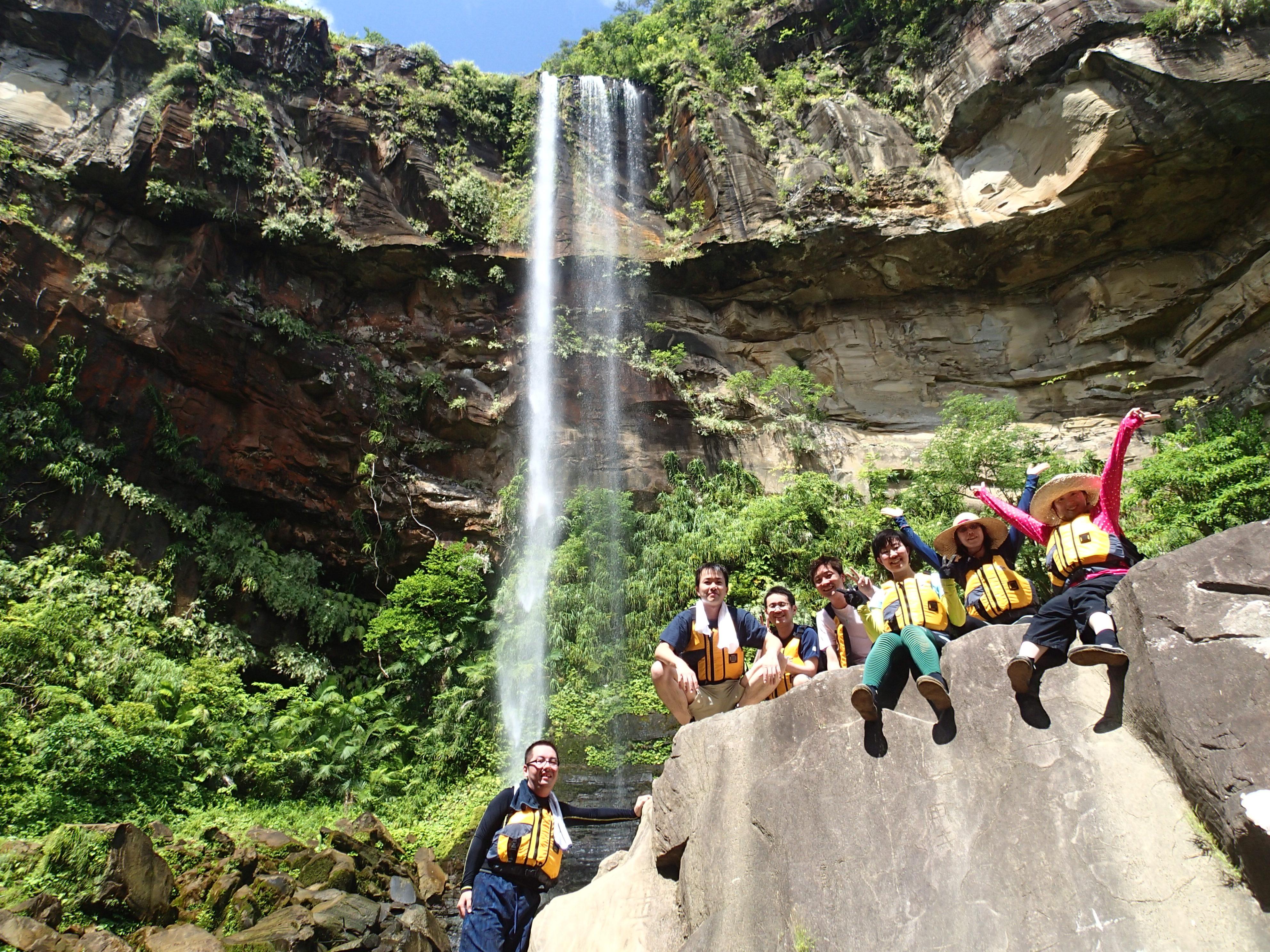 沖縄県一の西表島ピナイサーラの滝観光