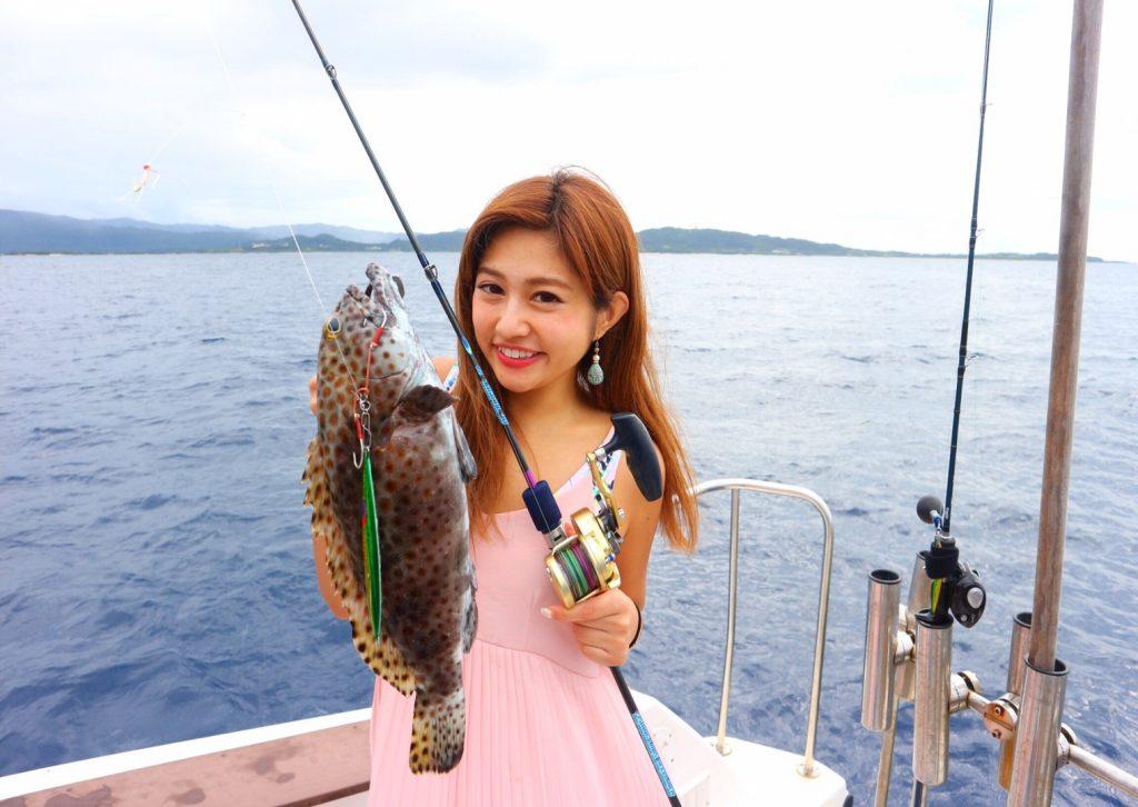 大物釣りの女の子