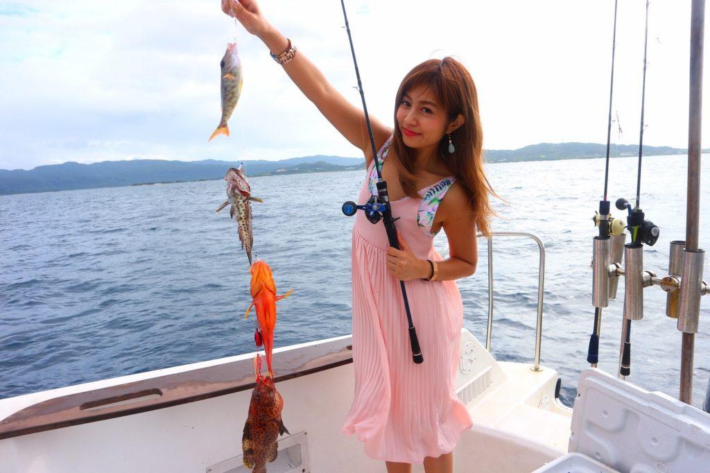 西表島釣りアクティビティで釣りすぎる女の子