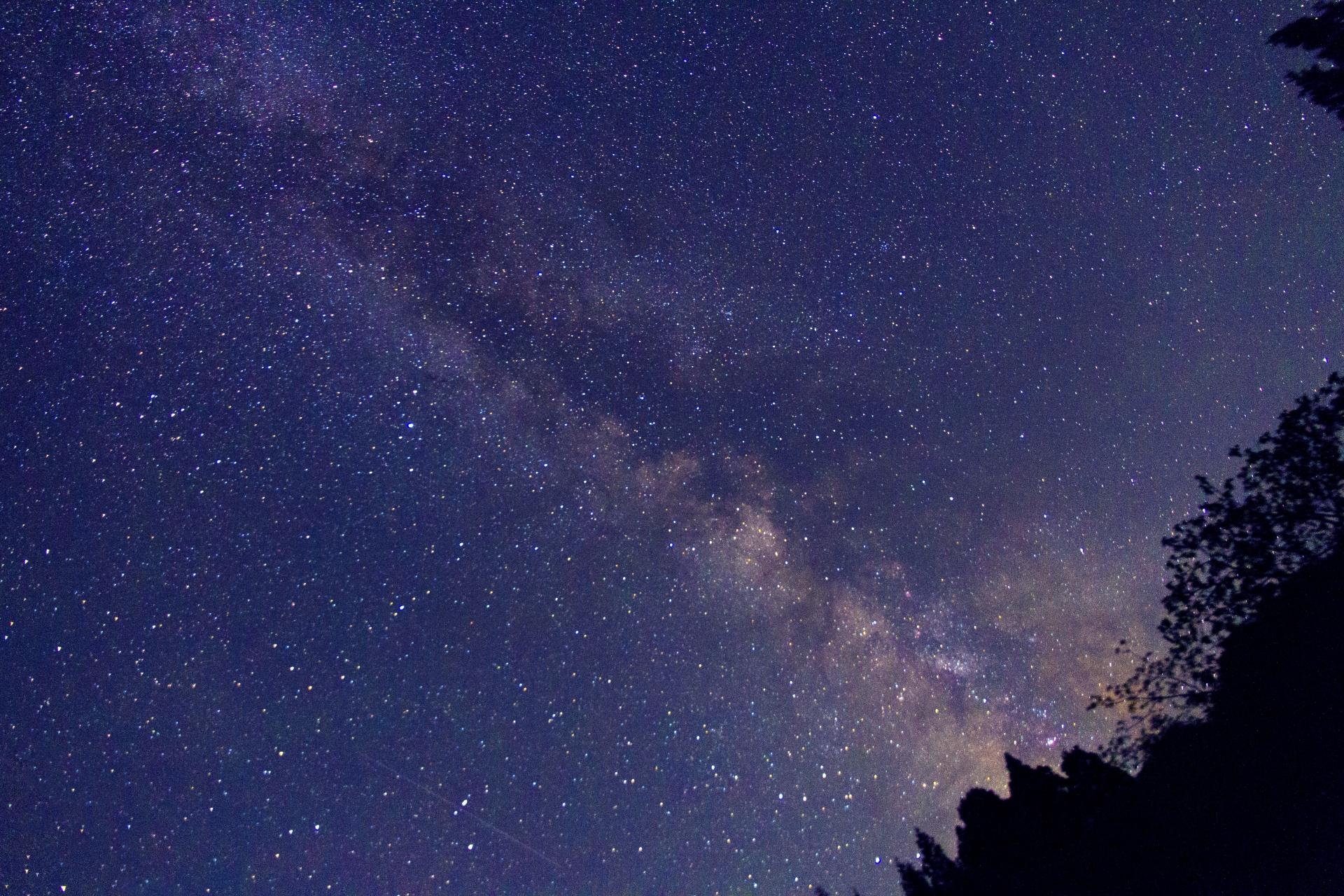 西表島で見られる満点の星空