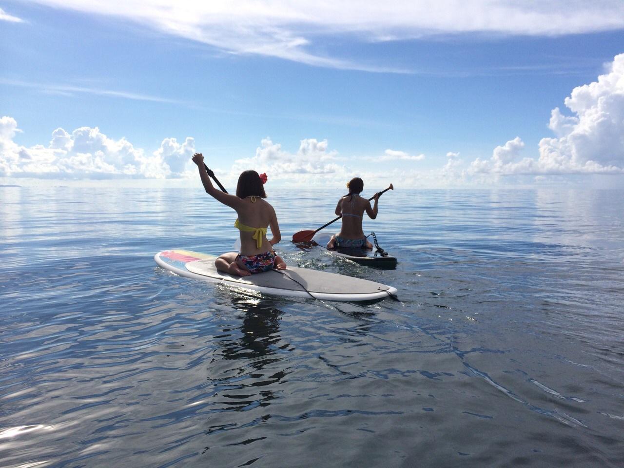 西表島SUPツアーを楽しむ女性