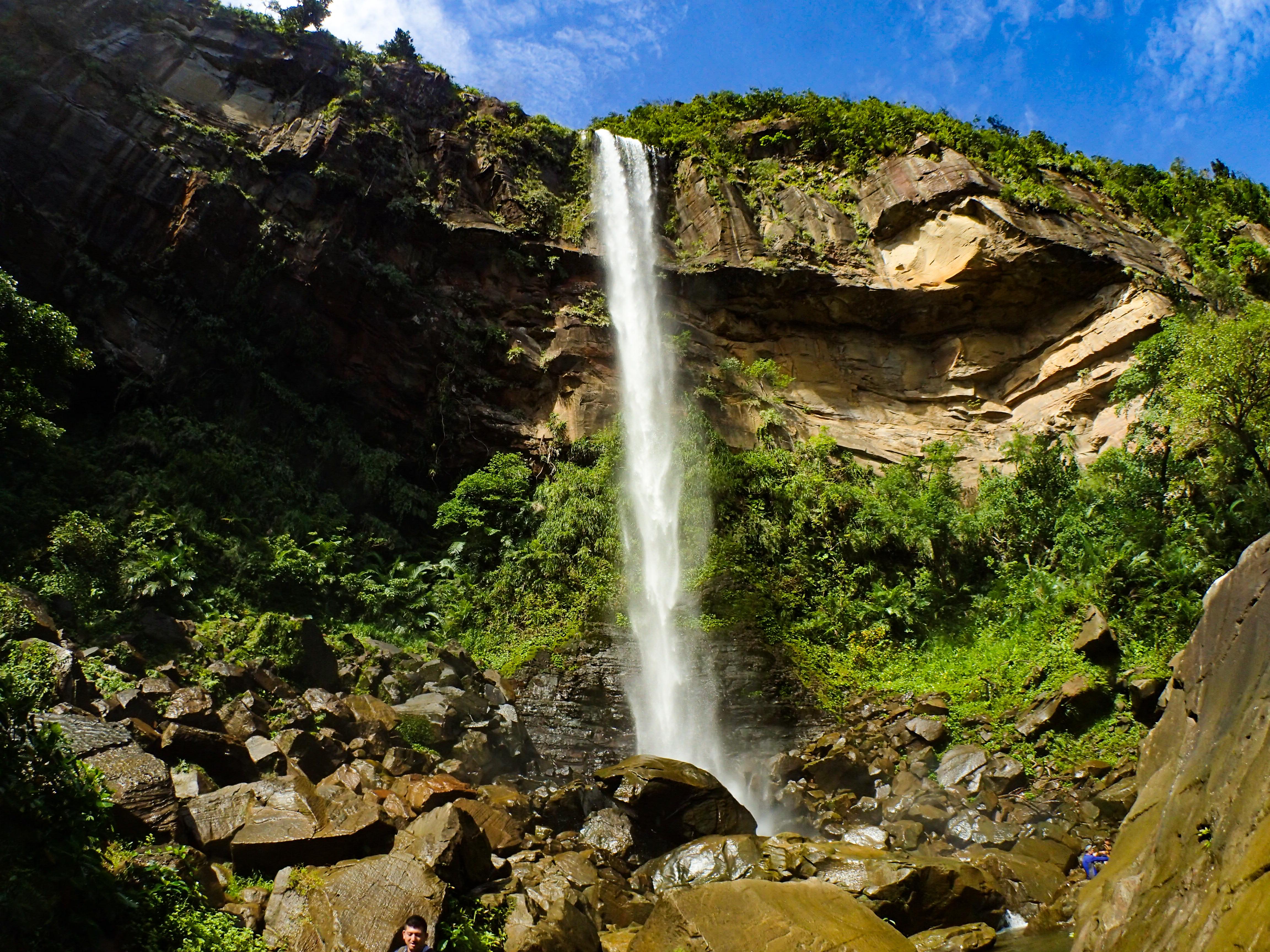 西表カヤックの定番スポット、ピナイサーラの滝