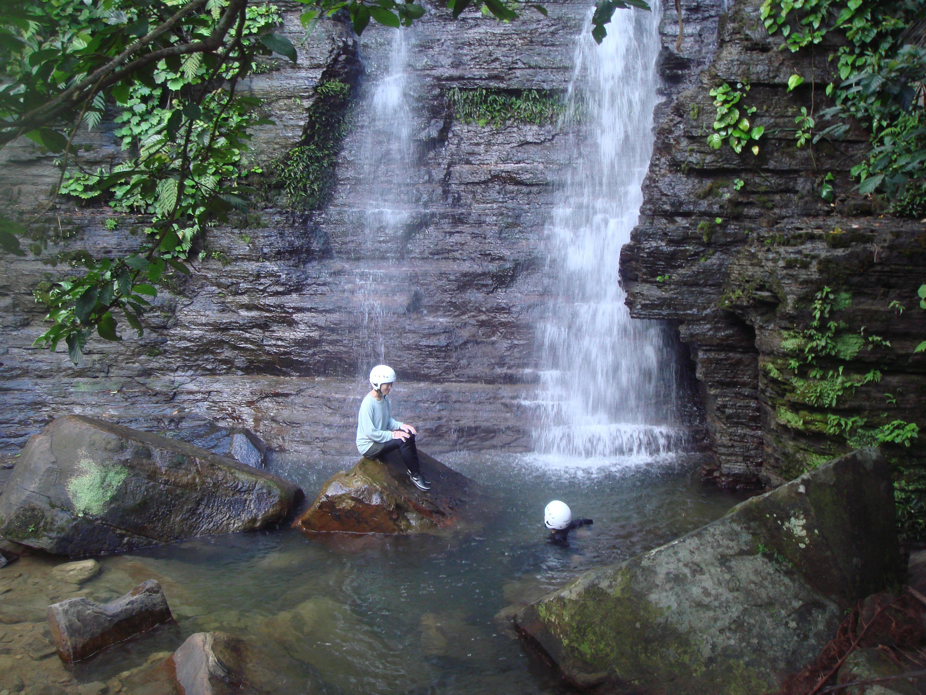ゲータの滝で川遊び