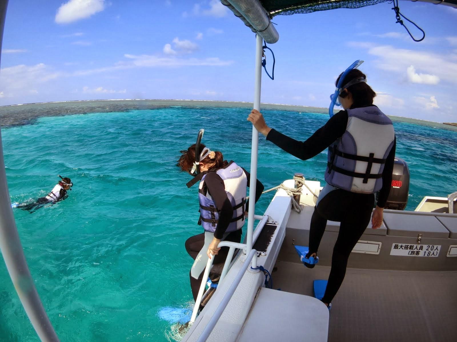 西表から船で20分の鳩間島のエメラルドグリーンの海