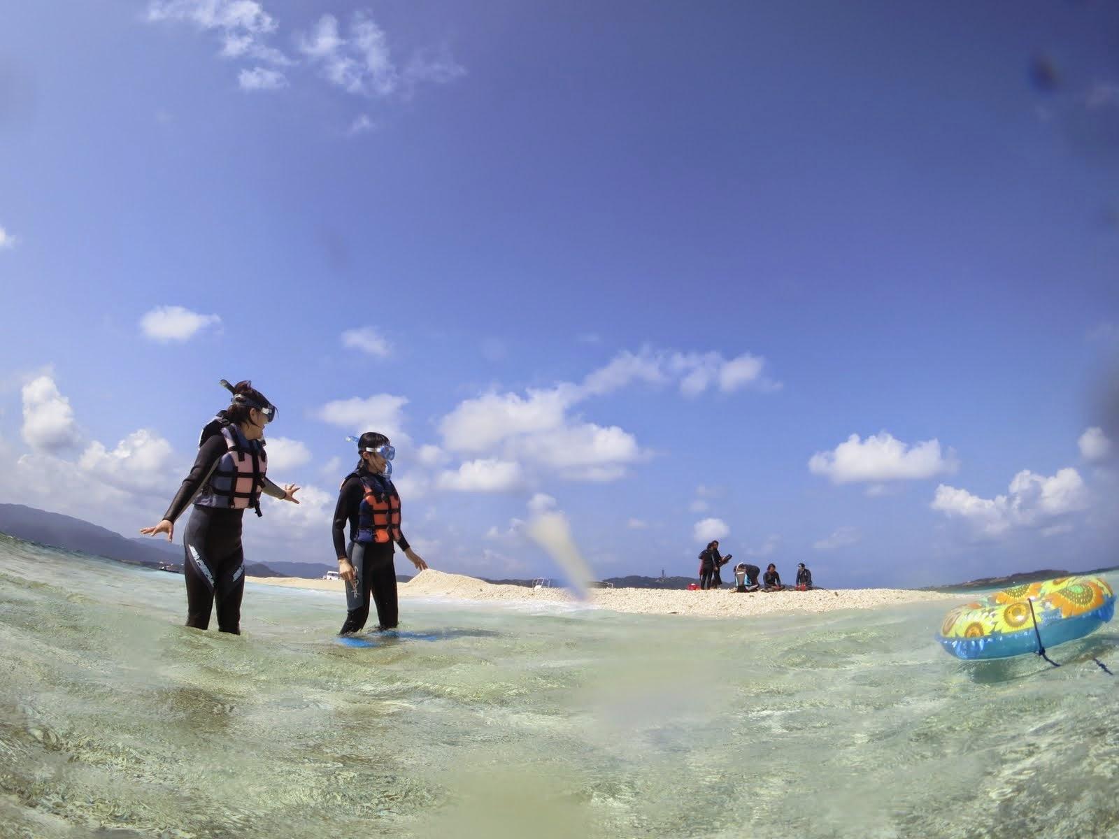 西表付近のバラス島と透き通ったきれいな海