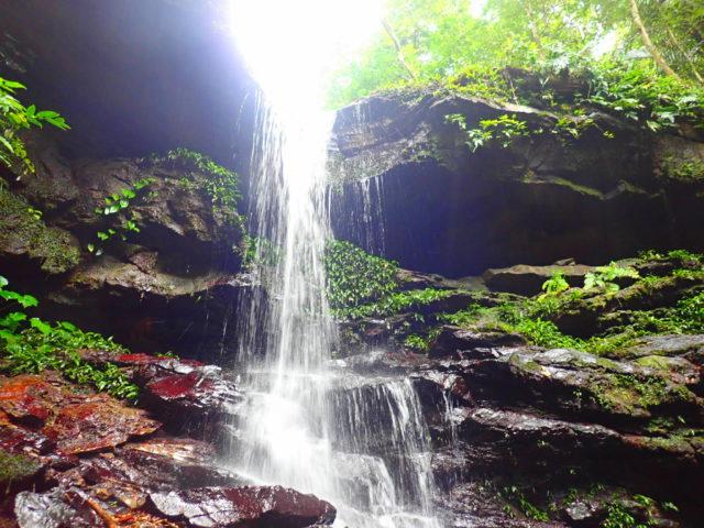 西表島のクーラ滝