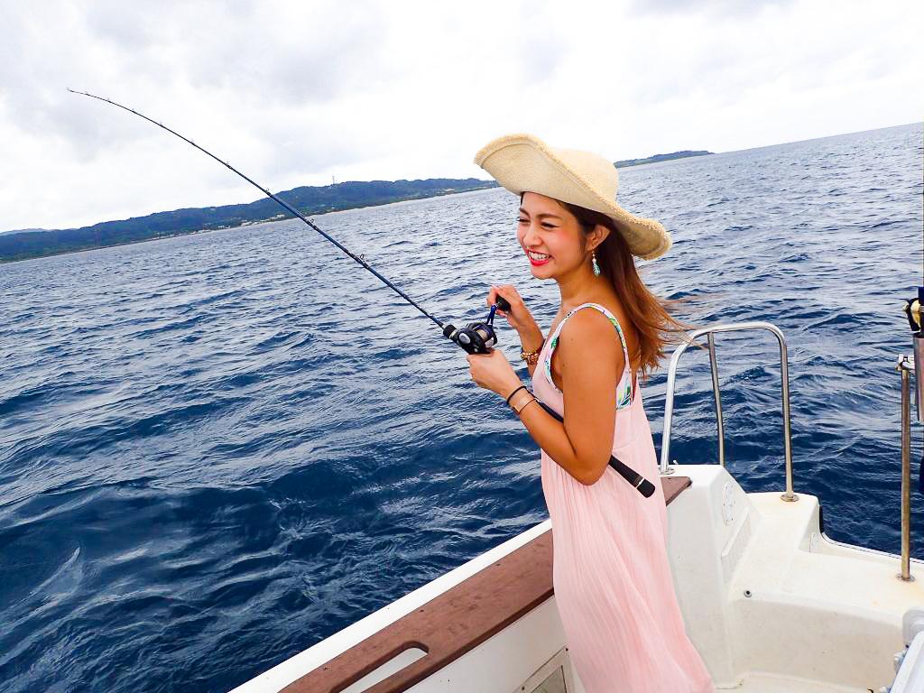 西表島で釣りを頑張る女の子