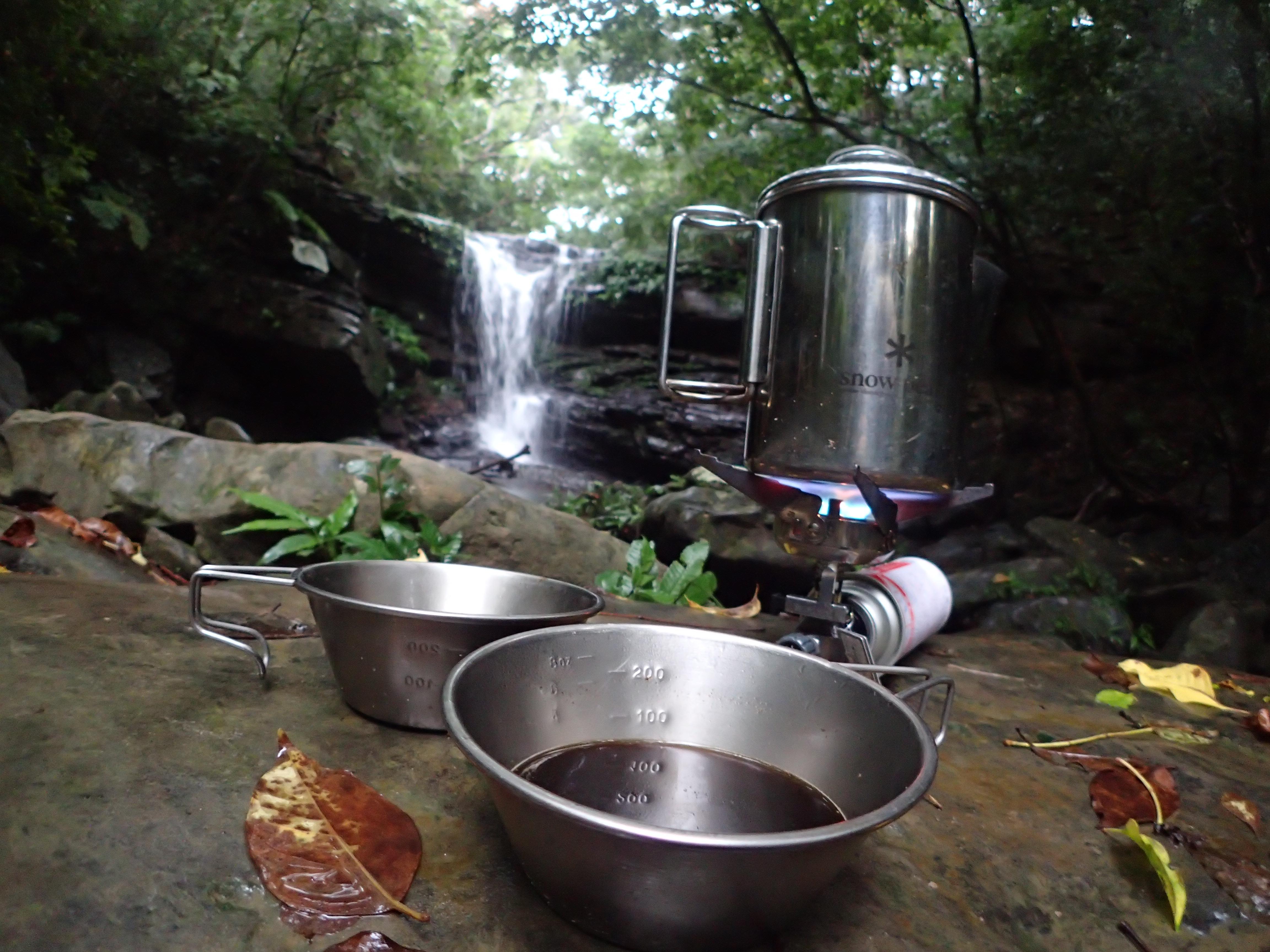 トレッキング後クーラの滝で一休み