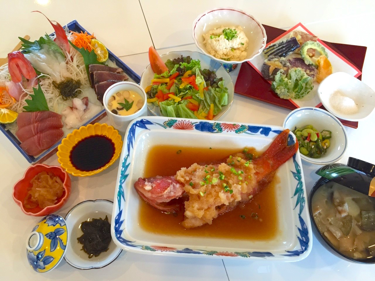 西表島で釣った魚を食べる