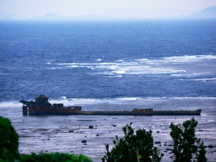 西表ドライブコースにある沈没船観光