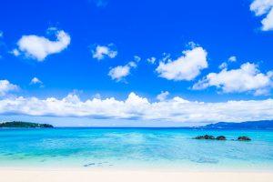 西表島の青い空と海