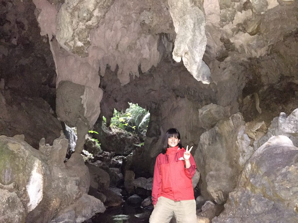 西表島鍾乳洞で記念撮影