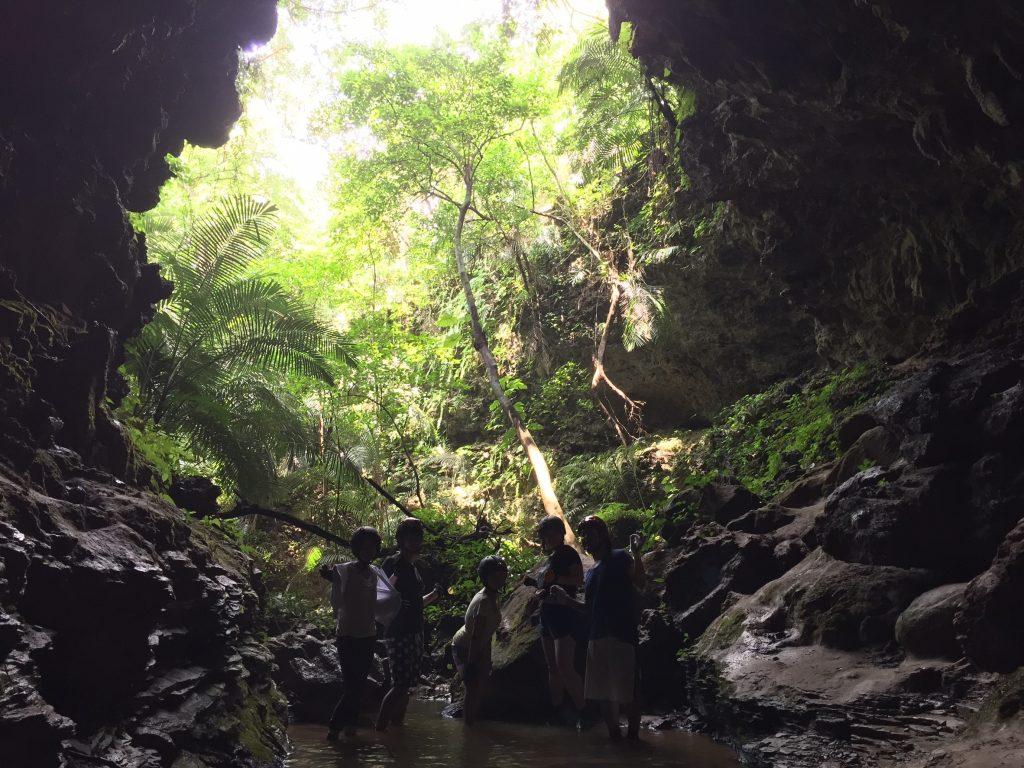 西表島鍾乳洞トレッキング
