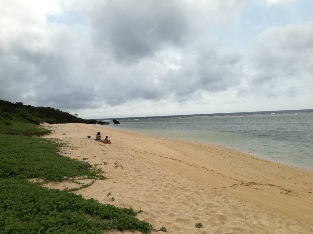 西表島の誰もいないビーチでシュノーケル